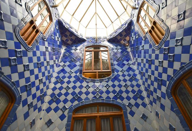 10/12 Casa Batlló's tiled atrium
