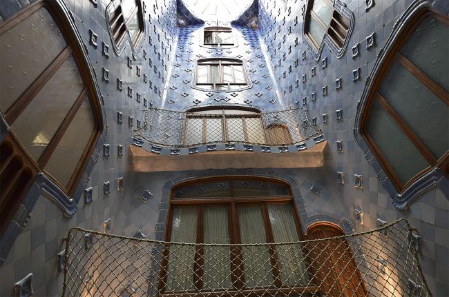 7/12 Casa Batlló's tiled atrium