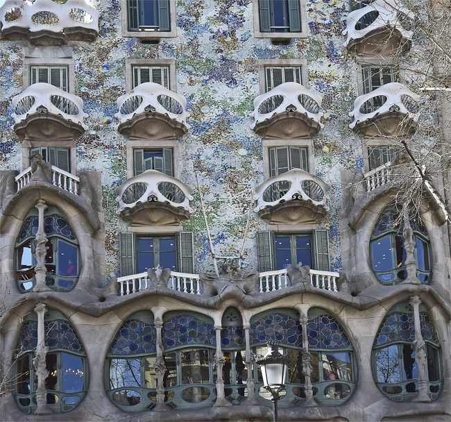 The arresting façade of La Casa Batlló