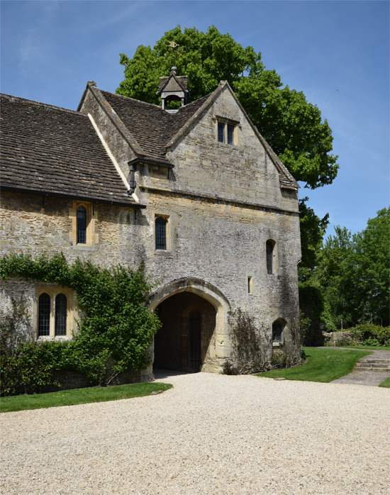 2/16 Great Chalfield's 14th century gatehouse
