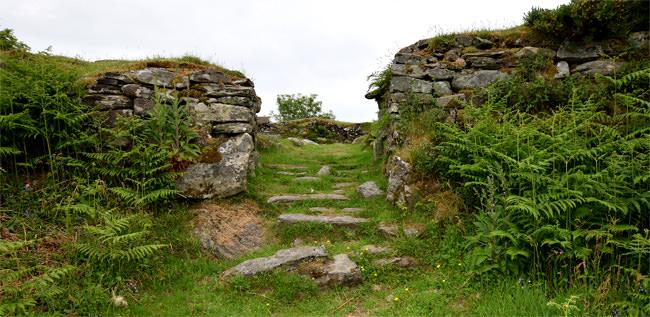 Entering Kildonun Dun