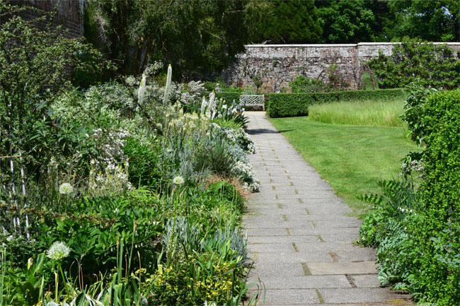 15/16 Parham House Gardens in May - the White Border