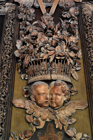 22/23 Cherubs, a ducal coronet and the Seymour family's heraldic wings in Petworth's Carved Room