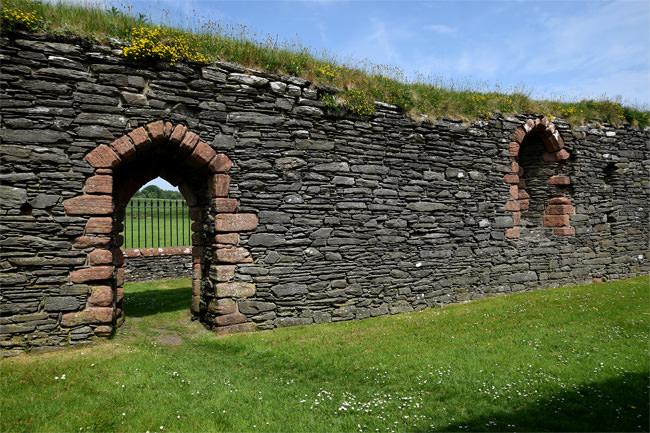 The ruin of Kilbrannan Chapel - detail